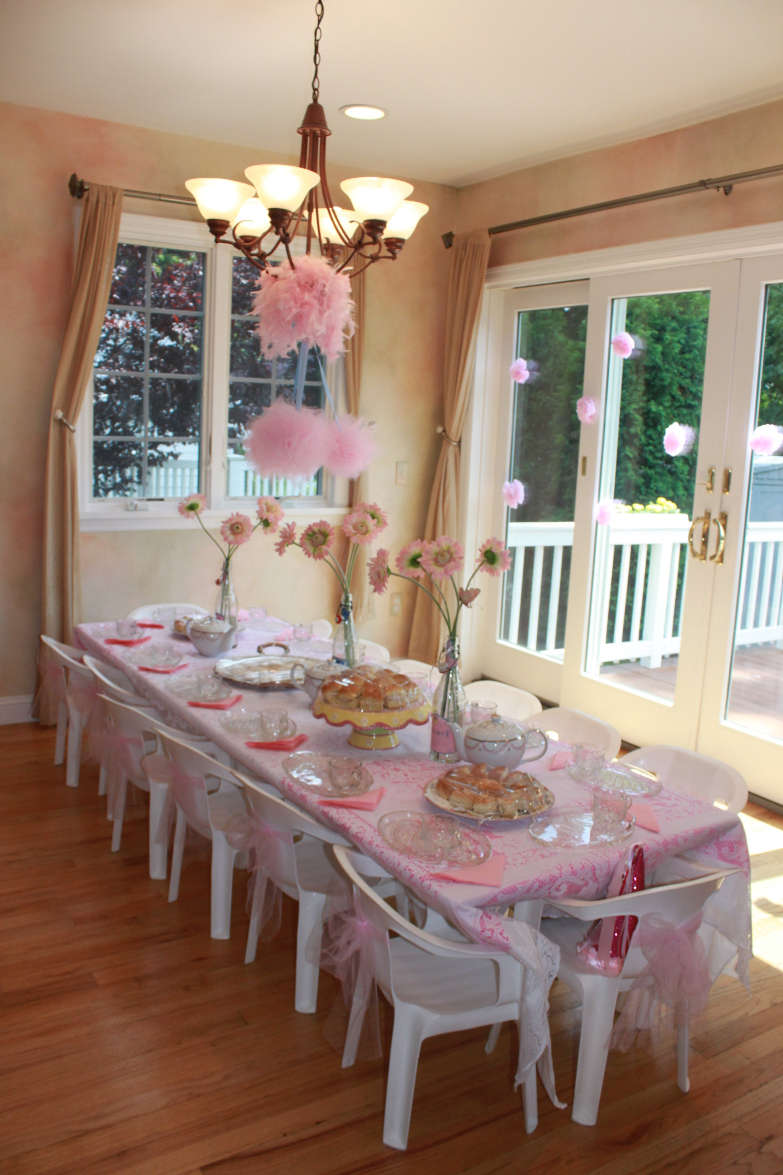 Partying with the princesses princess tea party for Princess birthday party crafts